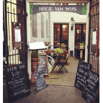 """Dutch Ethereum & Bitcoin Amsterdam Meetup vind plaats in """"Hofje van Wijs"""" drie minuten lopen vanaf van Amsterdam Centraal Station."""